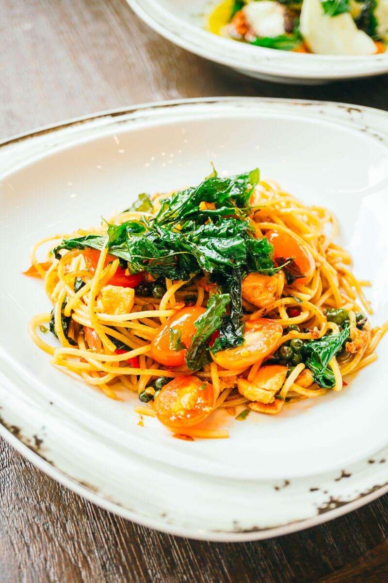 spaghetti con salmone affumicato e spinaci